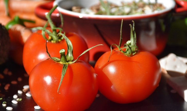 15 Health Benefits of Tomatoes and Nutritional Value